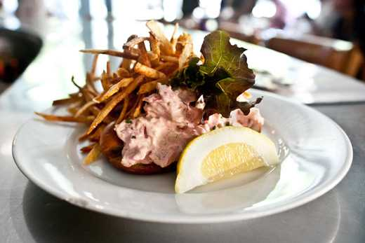 Marys Fish Camp – Lobster Roll