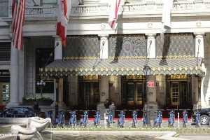 the au plaza